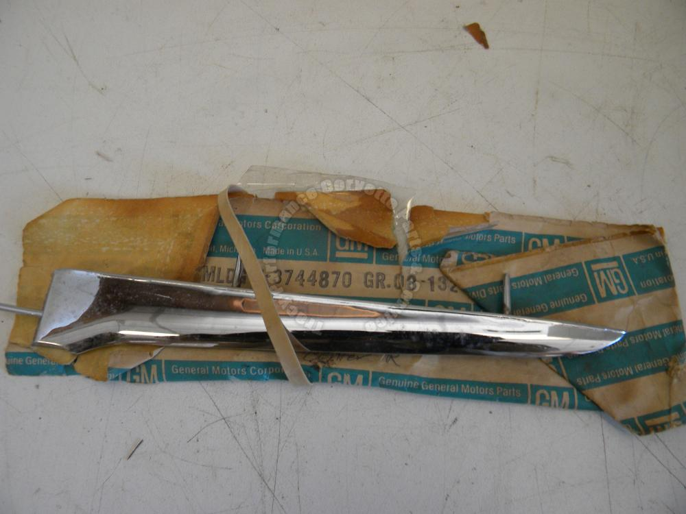 1958-61 Corvette NOS 3744870 RH Center Side Spear 58 59 60 61