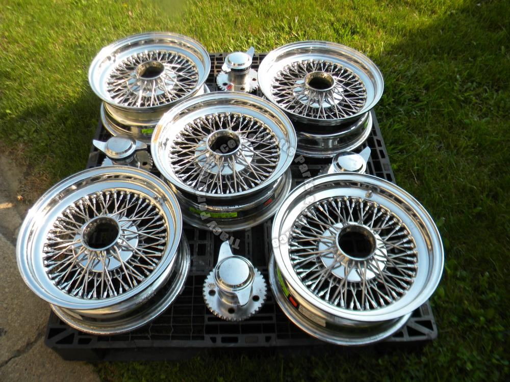 1953-1964 Chevy/Corvette Set Dayton 15x6 Wire Wheels/(5) w/4 Knock-Off Spinners
