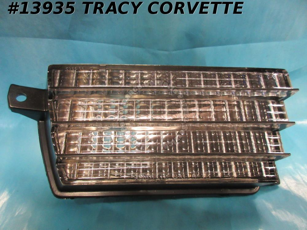 1975-1979 Corvette Parking Turn Signal Light Assembly Front Right GM# 912310 NOS