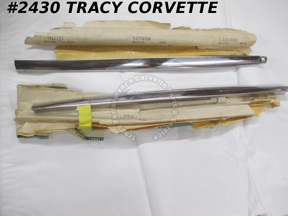 1959-62 Corvette NOS 3762453 3762454 Outer Door Reveal Molding/Pair 59 60 61 62